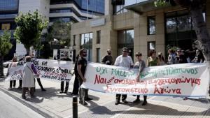 Κάτοικοι από την περιοχή της Ακαδημία Πλάτωνος διαμαρτύρονται έξω από το Υπουργείο Περιβάλλοντος, για να μην κατασκευαστεί mall στην περιοχή τους, Τετάρτη 25 Απριλίου 2018. ΑΠΕ-ΜΠΕ/ΑΠΕ-ΜΠΕ/ΑΛΕΞΑΝΔΡΟΣ ΒΛΑΧΟΣ